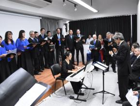 Coro de l Instituto Nacional Superior del Profesorado Técnico de la UTN interpretando el Himno Nacional